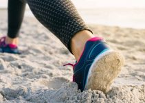 How To Choose The Best Shoes For The Beach Walking?